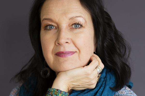 kasvokuva Katri Tapola