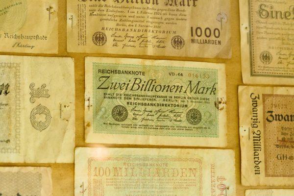 kuva vanhoista rahoista