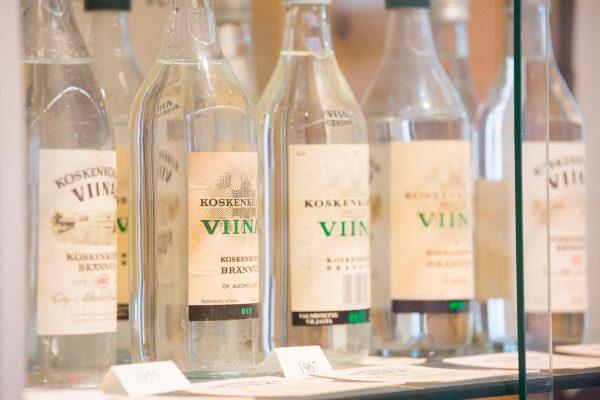 Vanhoja Koskenkorva-pulloja